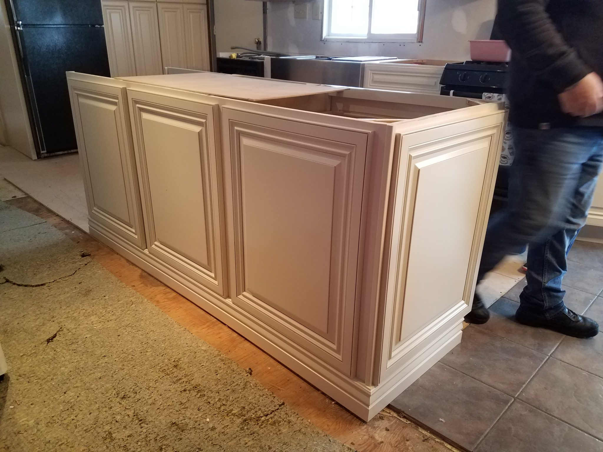 Glaze White Raise Panel Kitchen